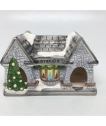 Lighted Ceramic Christmas Station Classic Living Christmas Collection - $11.29