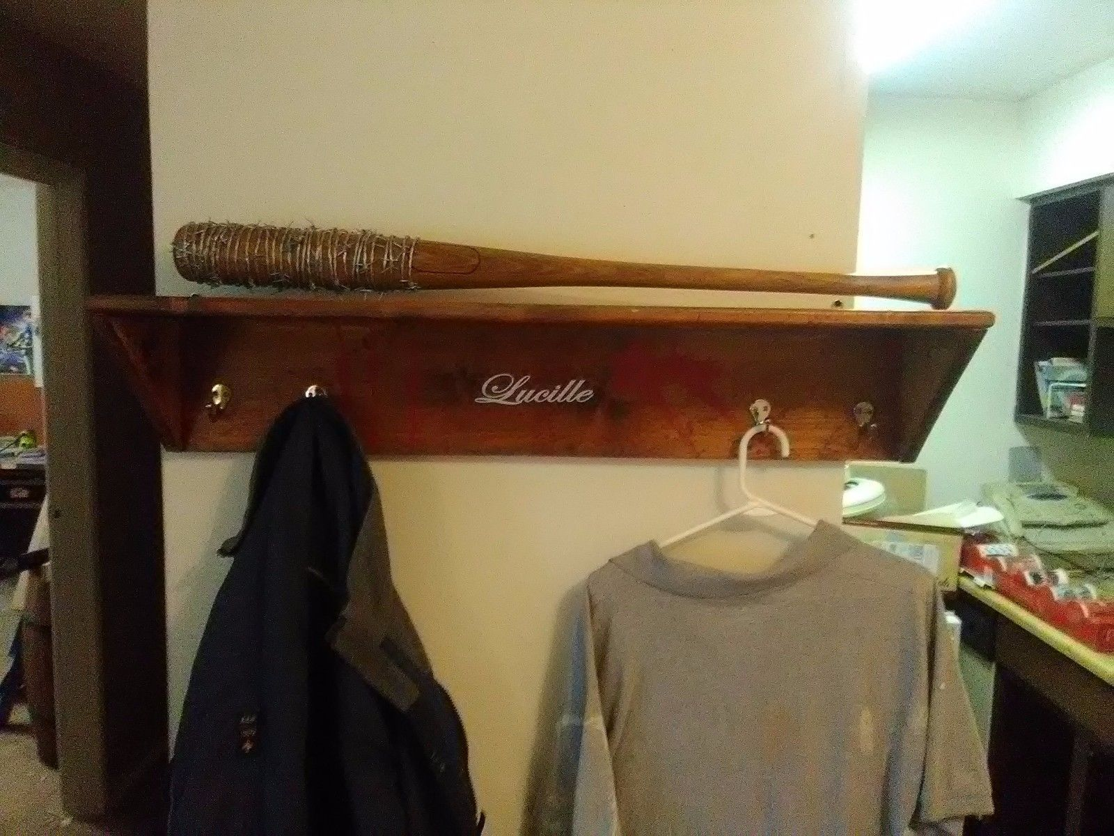 THE WALKING DEAD NEGAN/'S LUCILLE SHELF FOR YOUR BARBWIRE BAT PROP SHELF ONLY