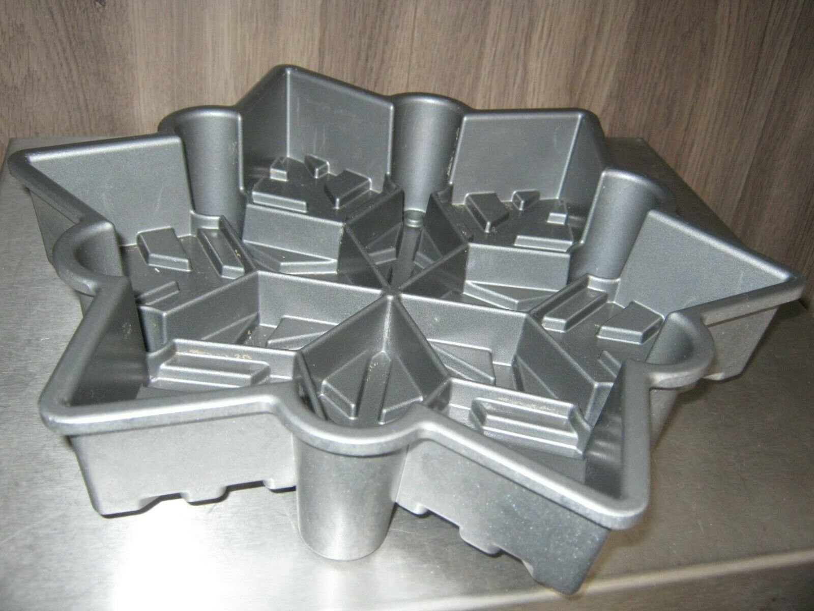Primary image for Nordic Ware Snow Flake Pull-Apart Cake Pan