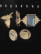 VINTAGE  ESTATE LOT OF  BROOCHES SMB/TRIFARI/GERRYS AND MORE - $9.89