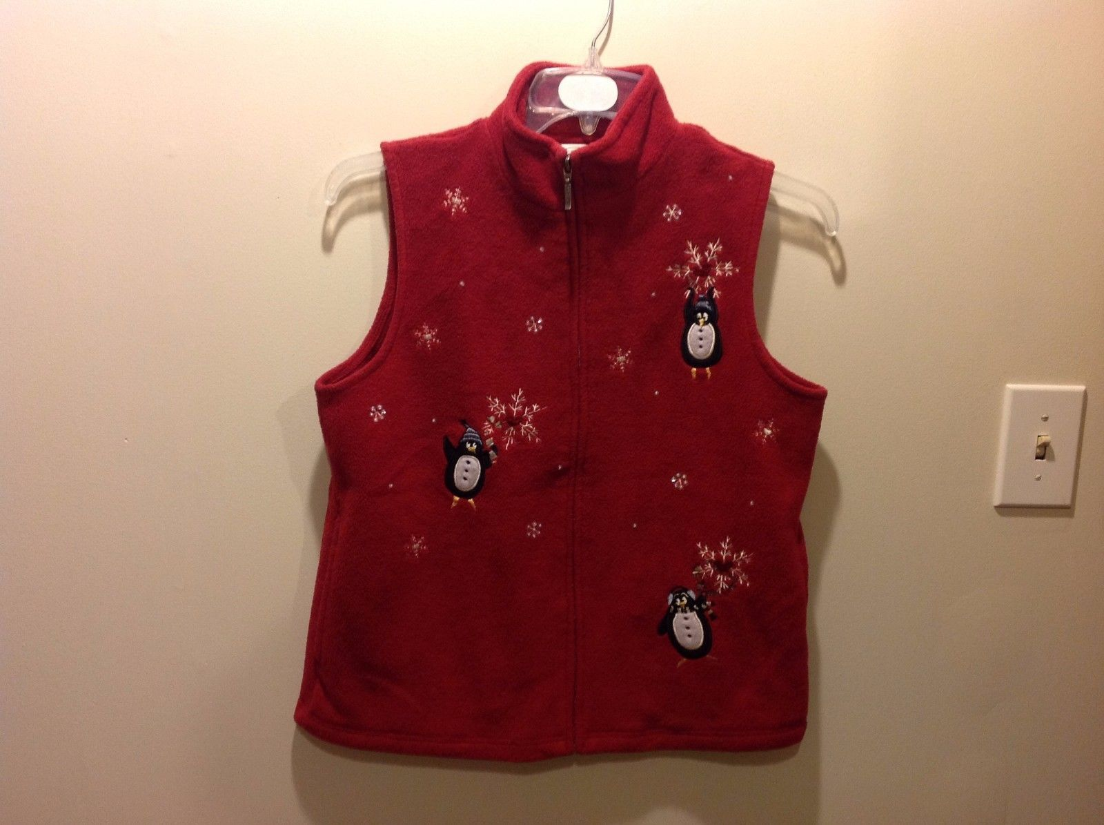 Northern Selections Festive Holiday Themed Red Zip Up Collared Vest Sz S