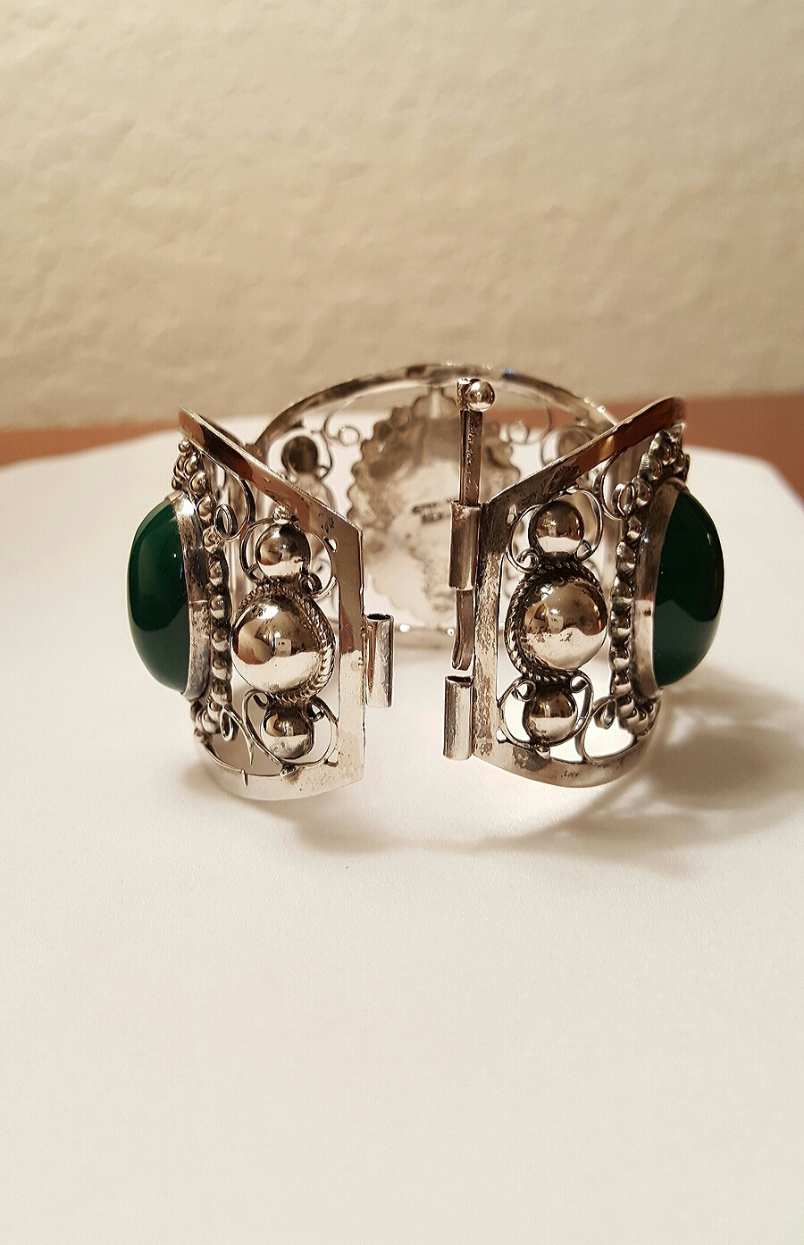 Mexican Green Dyed Onyx Cabochons Hinged Bracelet Sterling Silver Mexico