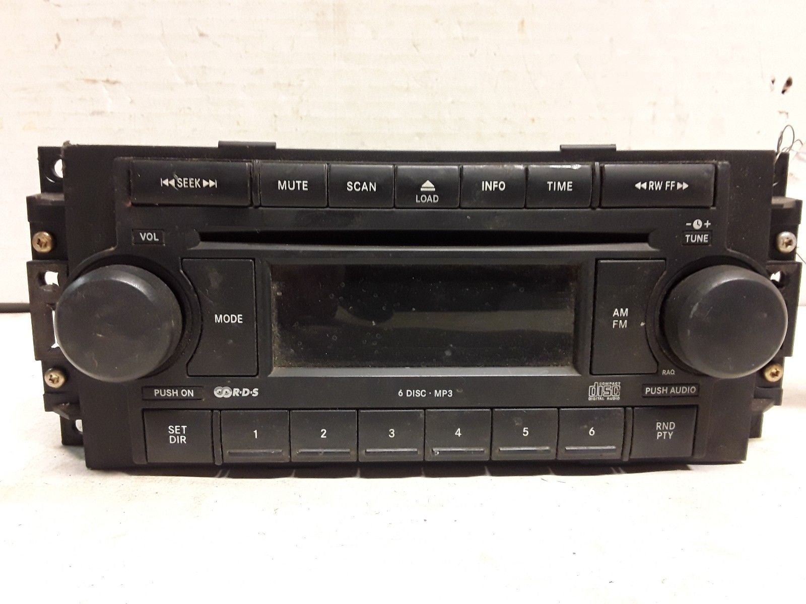 04 05 06 07 08 09  Dodge Chrysler Jeep AM FM MP3 6-disc CD radio P05064174AD