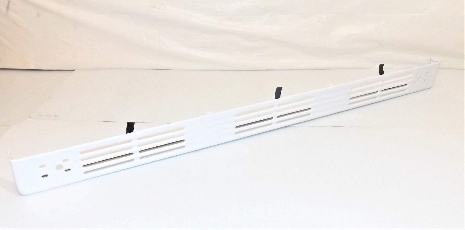 Primary image for GE Range : Door Handle Vent Trim : White (WB07T10483) {P3024}