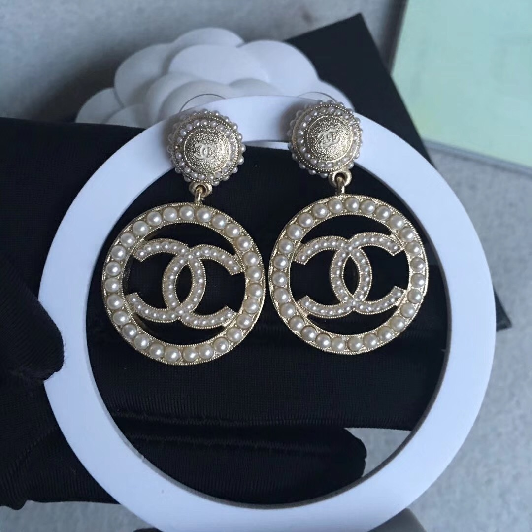 Authentic 2017 Chanel White Pearls Cc Round Circle Gold Drop Dangle Earrings