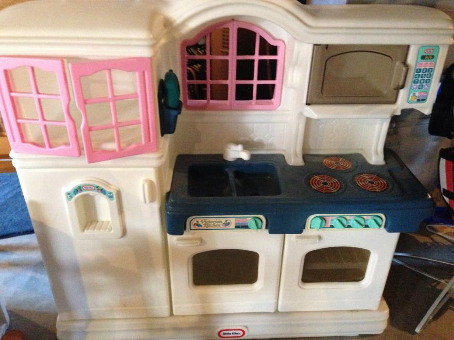 Little Tikes Victorian Pink Kitchen and 50 similar items