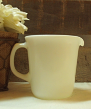 Vintage Pyrex White Creamer Pitcher // Retro Pyrex Sauce Pitcher - $10.80