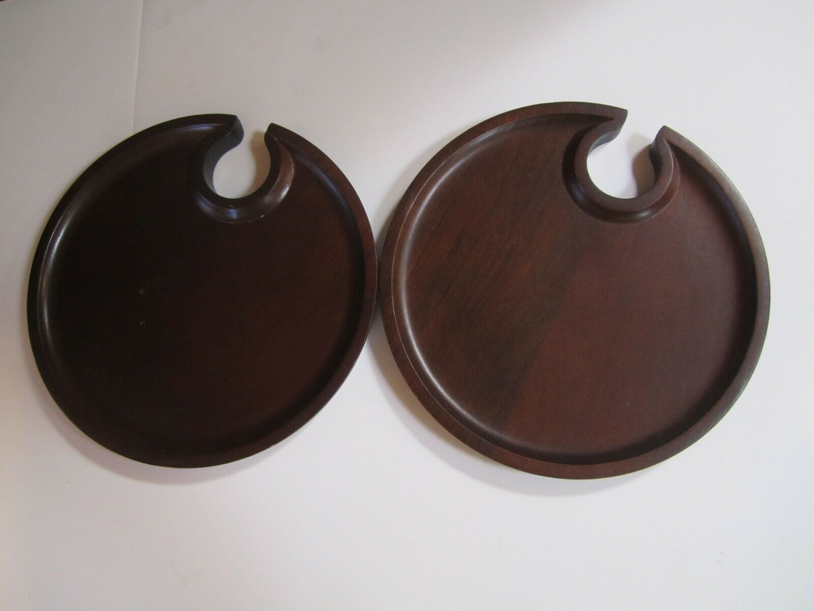 Pottery Barn Wood Mingling Plates Called Swood Notched Wine Cutout Set of 2 - $16.78