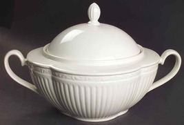 """Mikasa """"Italian Country Side"""" 2 Qart Covered Casserole W/HANDALE White Solid New - $249.50"""