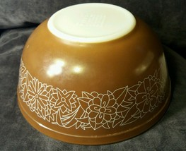 Pyrex Bowl Woodland Brown with White Flowers 2 1/2 pt # 403 Vtg 1970's Nesting - $5.00