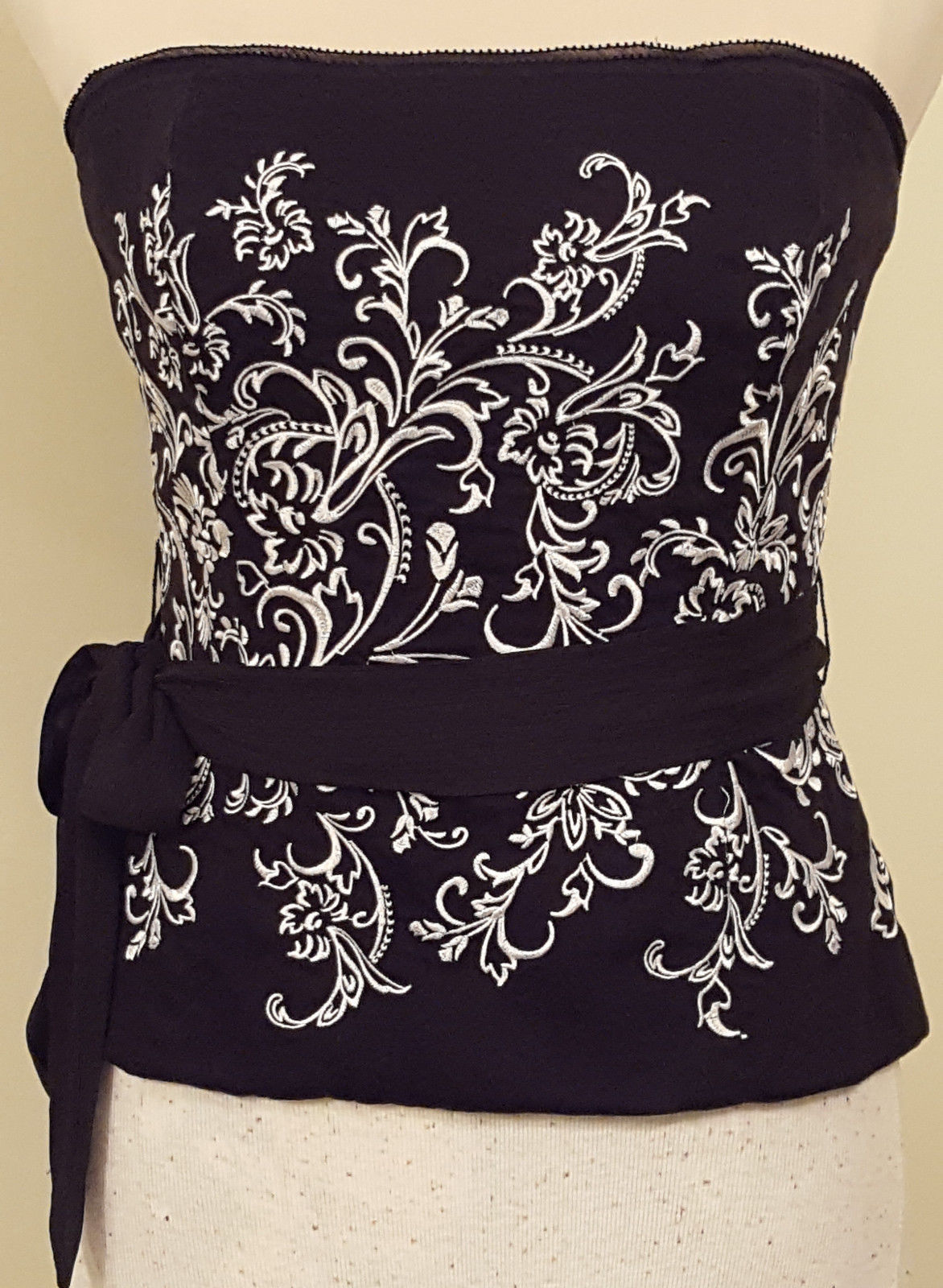 WHITE HOUSE | BLACK MARKET RN 111459 Floral Embroidered Bustier with Sash Size 6 - $38.85