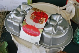 WILLIAMS-SONOMA PRETTY PRESENTS CAKE PAN – 2 HOLIDAY GIFTS ARE BETTER TH... - $39.95