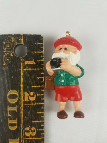 1989 Hallmark Keepsake Ornament Camera Claus Santa Claus Taking Pictures image 2
