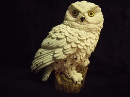 """SHARPLY DETAILED HAND PAINTED 6"""" SPOTTED WHITE SNOW OWL ON STUMP FIGURINE - $24.75"""