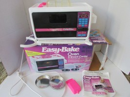 KENNER 1992  EASY-BAKE OVEN IN ORIGINAL BOX TESTED AND WORKS - $14.80