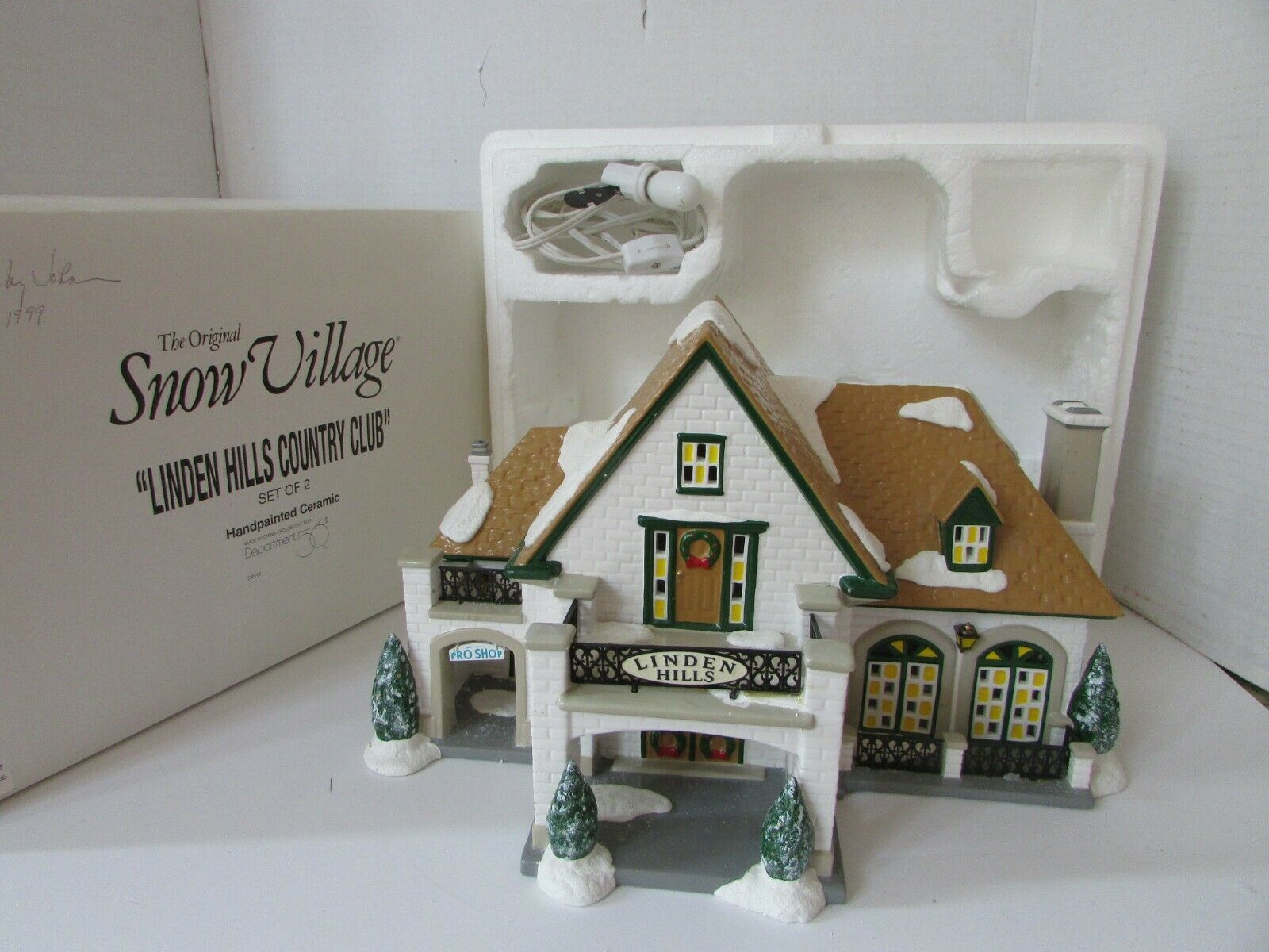 Primary image for DEPT 56 54917 LINDEN HILLS COUNTRY CLUB SET OF 2 SNOW VILLAGE LIGHTED AS IS L142