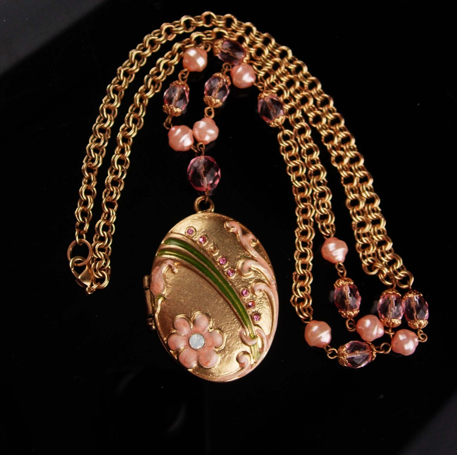 Victorian Style locket - Enamel and pink rhinestones - pearl chain - gold keepsa
