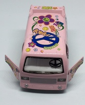 Kinsfun Hippie Bus Dream Car Model Car Pink