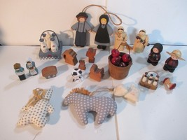 LOT COUNTRY WOOD AMISH PEOPLE MILK JUGS PINE CONES CHRISTMAS ORNAMENTS - $5.93
