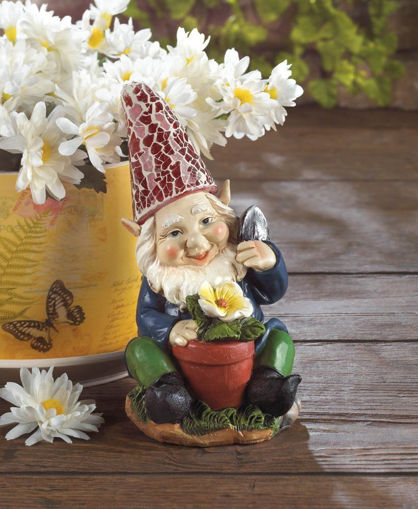 Eastwind Gifts 10016216 Gardening Gnome Solar Garden Statue