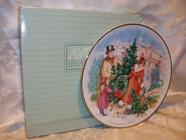 AVON BRINGING CHRISTMAS HOME 1990 PLATE - $5.93