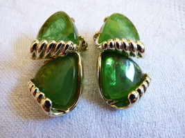 Charel  Green Iridescent Thermoset Mid Century Clip earrings - $33.26