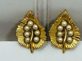 Vintage Goldtone Faux Pearl Clip on Earrings Leaf Leaves 24204 - $8.01