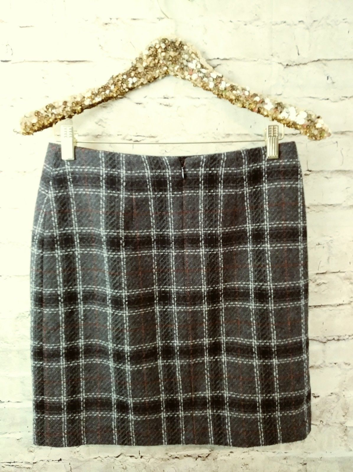 "women's Petite Sophisticate gray/white/red plaid skirt waist 30"" image 4"