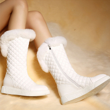 PB151 sweet rabbit hair trim snow boots , US Size 5-9, white - $1.329,86 MXN