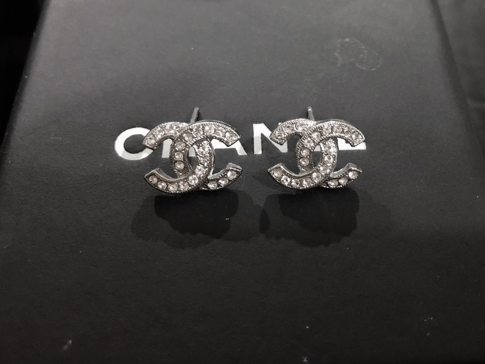 Authentic Chanel Classic Cc Logo Crystal Strass Silver