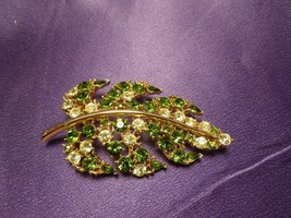Lisner Beautiful Green Leaf Gold Tone Rhinestone Brooch Pin Designer Signed - $64.35