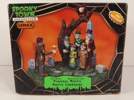 Lemax Funeral Photo Spooky Town Halloween Collection Skeletons 2009 Reti... - $1.118,76 MXN