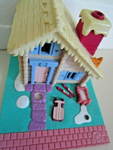 Polly Pocket Bluebird 1993 SKI LODGE CHALET House w/blanket No Dolls - $10.99
