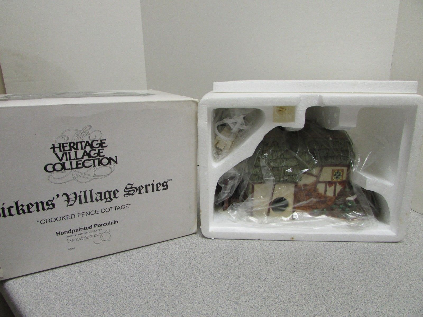 Primary image for DEPT 56 58304  HERITAGE VILLAGE - CROOKED FENCE COTTAGE - WITH CORD  D15