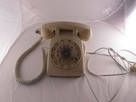 Vintage Bell System Western Electric 500 DM Tan Beige Rotary Dial Desk P... - $34.30