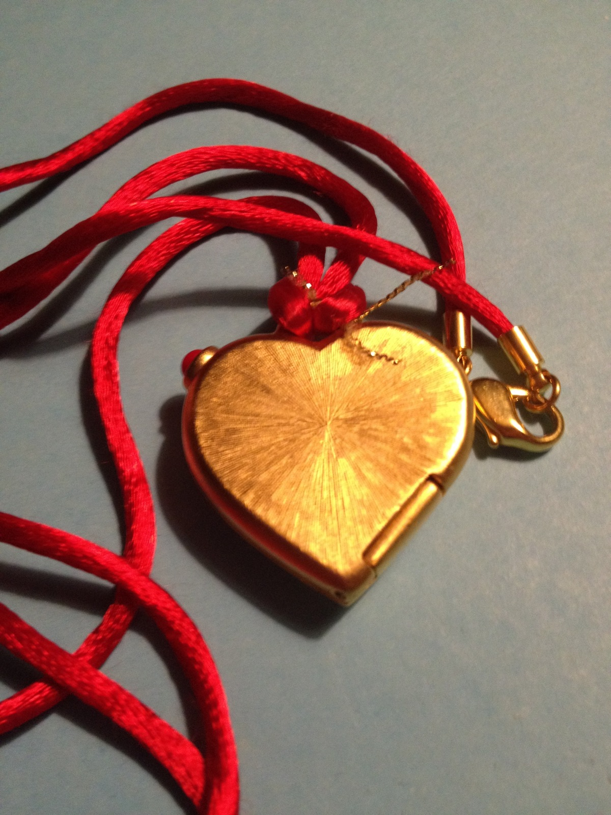 Estee Lauder LOVE HEART 2011 Solid Perfume Compact and Necklace - FREE SHIPPING