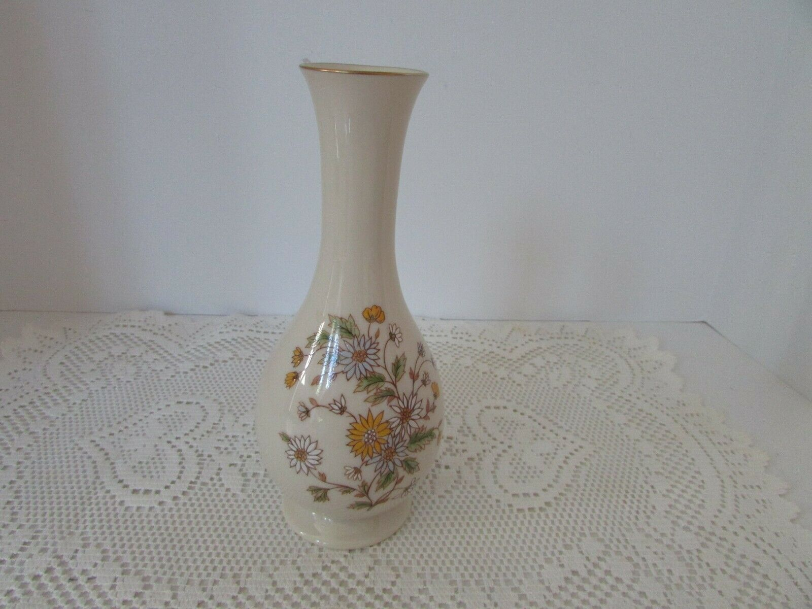 "VTG LENOX CHINA BUD VASE 8"" MADE IN USA IVORY WITH DAISIES ""SPECIAL"""