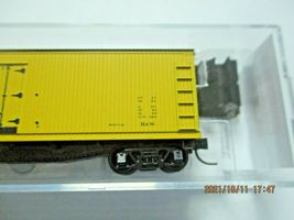 Micro-Trains Stock # 04900910 Santa Fe 40' Double-Sheathed Wood Reefer N-Scale image 3
