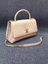 100% AUTHENTIC CHANEL 2017 CHEVRON QUILTED CALFSKIN COCO HANDLE BAG BEIGE GHW image 4