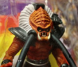 Kenner Predator Clan Leader The Ultimate Alien Hunter  M.O.B. - $17.50