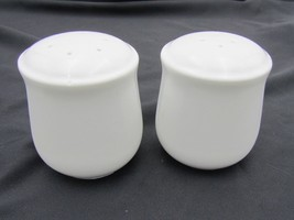 Corning White Salt and Pepper Shaker Set - Corning, NY, USA - Made in Japan - $8.86