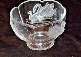 Cut Glass Bowl with Beautiful Etched Raised Swan Design AA18-11800 Vintage image 2