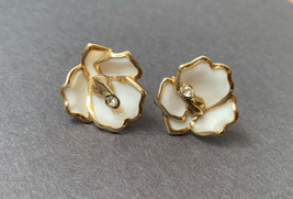 Vintage Enamel Flower Screw Back Earrings Clear Rhinestone Gold Tone Cream - $11.84
