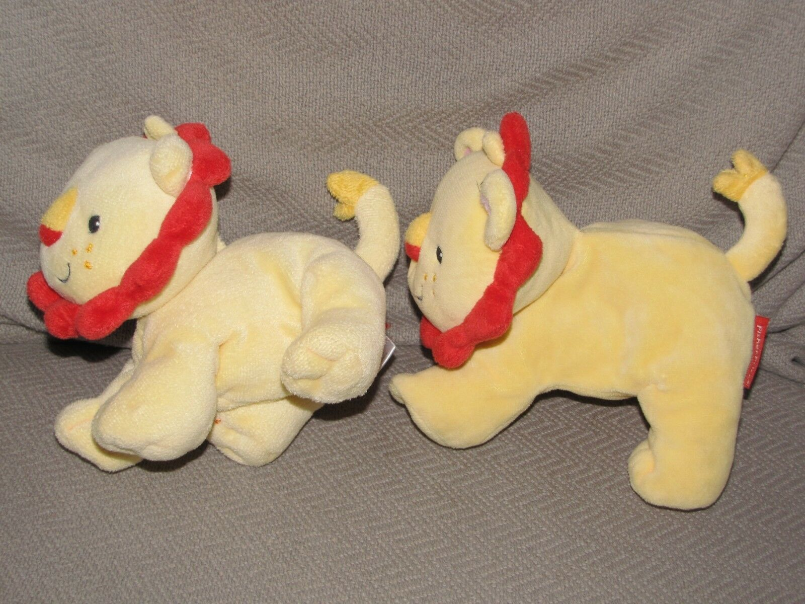 """Fisher Price Yellow Red Lion Plush Rattle Soft Toy Little Nuzzler 6"""" Crinkle x 2 image 2"""
