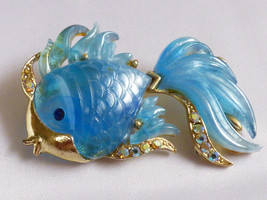 VTG Hattie Carnegie pearly Blue Marbleized Lucite Crystal Gold Fish Pin ... - $173.25