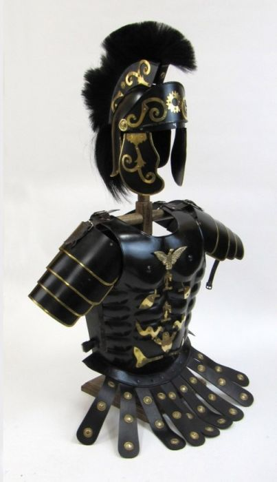 Primary image for NauticalMart Roman Black Muscle Armor Cuirass Set W/Shoulders And Helmet W/Plume