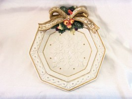 FITZ & FLOYD HANDCRAFTED CHRISTMAS HOLIDAY WREATH STYLE PLATE - $382,96 MXN