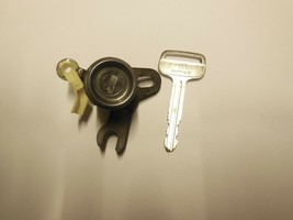 1997-2001 Toyota Camry Key And Door Lock Cylinder Fits Driver Side - $24.75