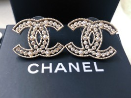 100% AUTH NEW CHANEL 2019 SS XL Large Gold CC Crystal PEARL Stud Earrings image 3