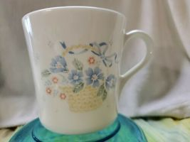 Vintage Corning 1981 White Porcelain Coffee Tea Mug Floral Colors - $19.80
